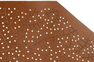 microperçage sur cuir, trous dans cuir